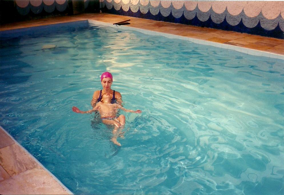 http://3.bp.blogspot.com/-e7-k1ZaWjW4/To8zubLhfxI/AAAAAAAAADU/X2WeO1czEUM/s1600/hidroterapia+9+anos.jpg
