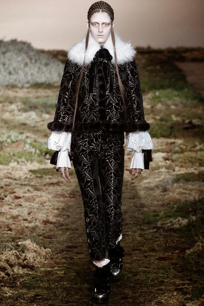 Alexander McQueen Paris Fashion Week Otoño Invierno 2014-2015 18
