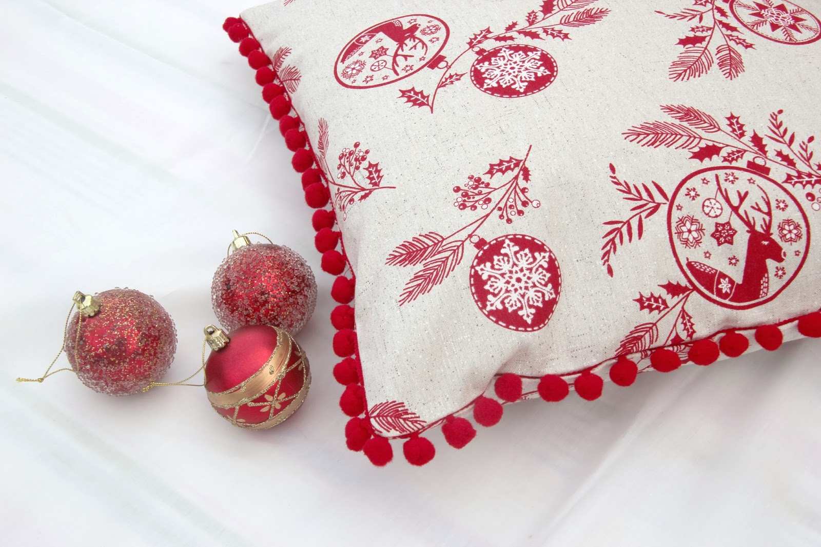 Diy navidad c mo hacer cojines para decorar tu casa en - Decorar cojines con fieltro ...