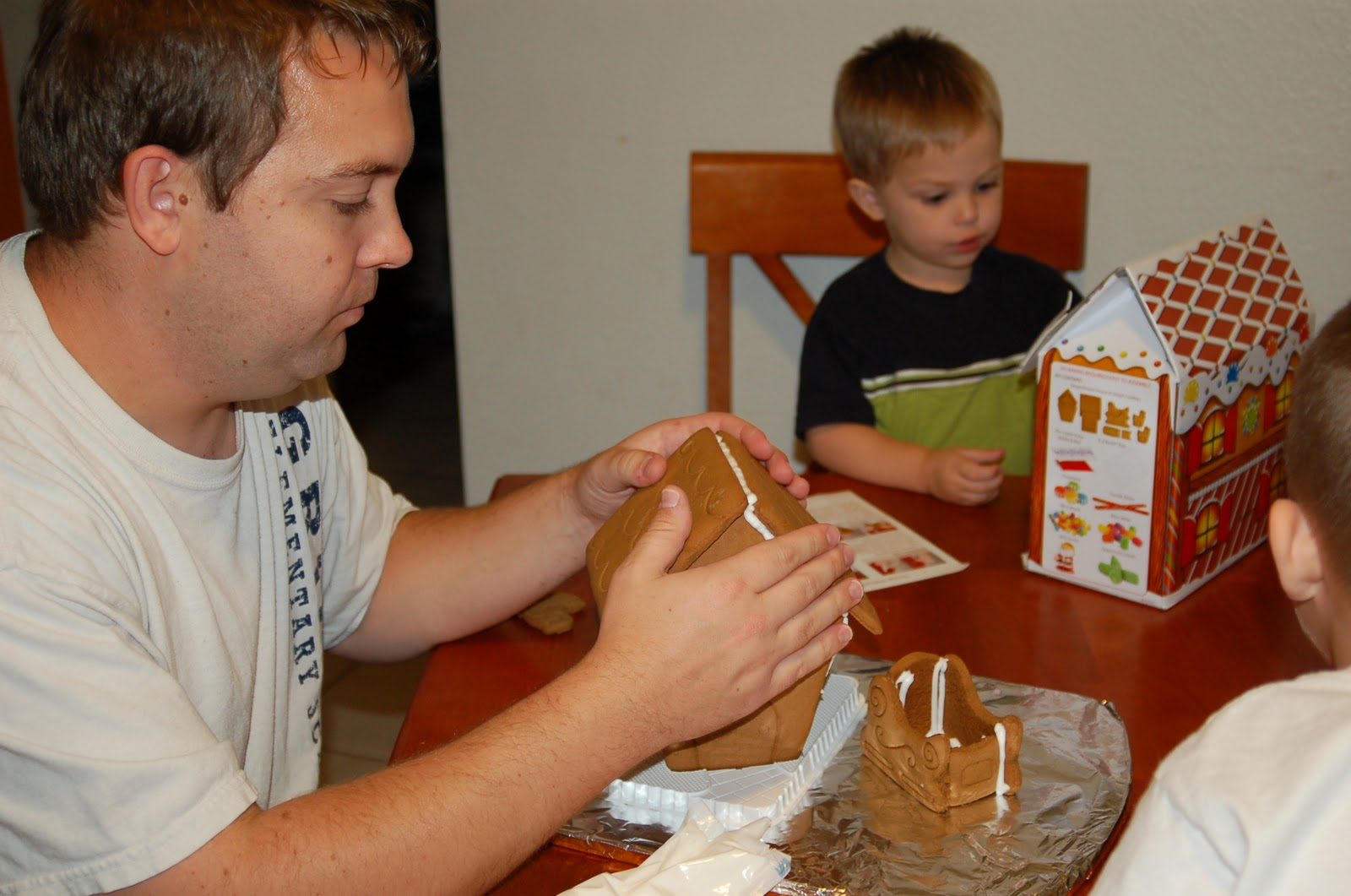 Bj S Cake Decorator Salary : Decorating a Gingerbread House - A Holiday Tradition + USD25 ...