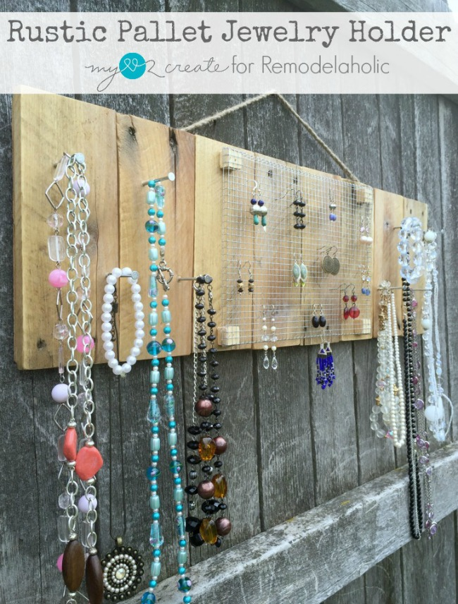 Use up some scrap pallet wood and some hardware cloth to make a beautiful Rustic pallet jewelry holder!