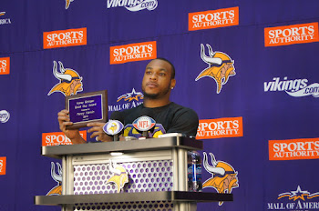 2011 AWARD WINNER- PERCY HARVIN
