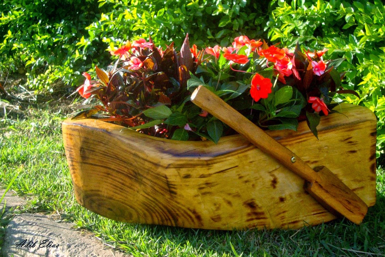 Troncos e raizes: Floreiras em troncos de madeira reciclada #6C410C 1600x1069