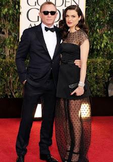 Daniel Craig Pose Keren Bareng Rachel Weisz di Red Carpet Golden Globes 2013