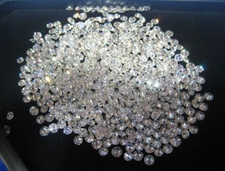 Machine-Cut-Cubic-Zirconia-White-Round-Diamond-Cut-Stones