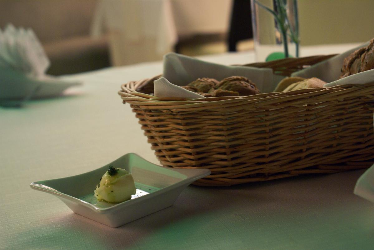 Čerstvé pečivo s maslom - reštaurácia Iris - hotel Zlatý Dukát