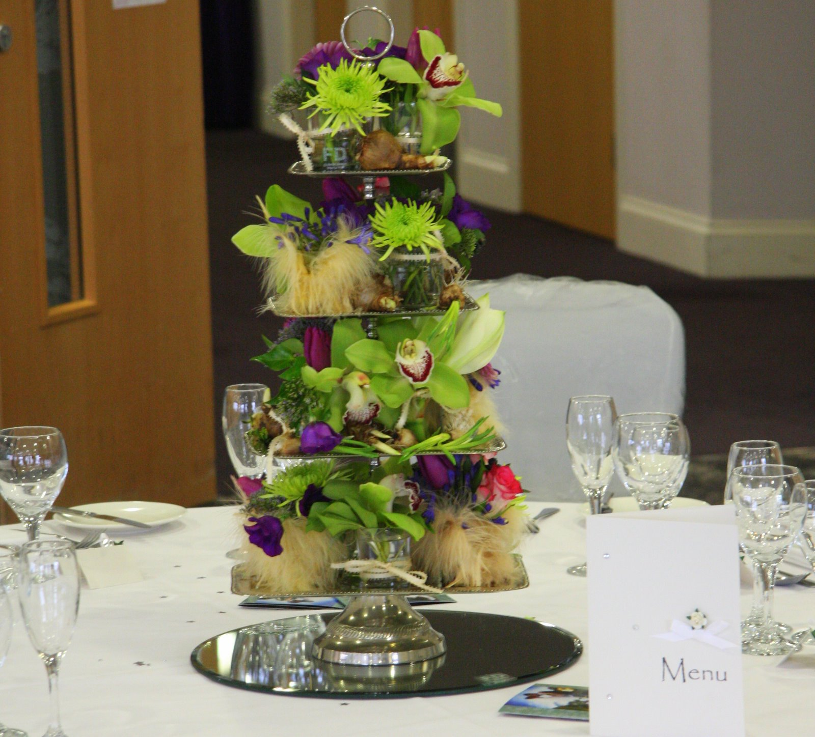 Flower design table centrepieces table centrepiece cake for Table centrepiece