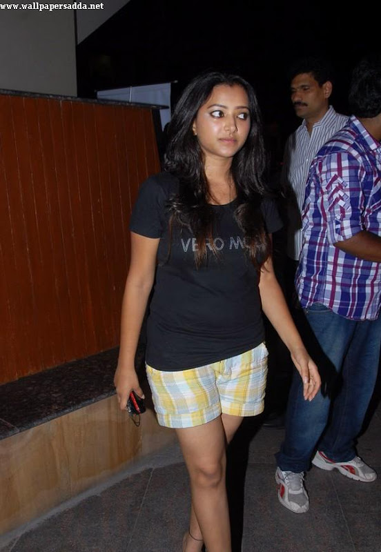 Swetha Basu hot thighs in mini shorts wallpapers