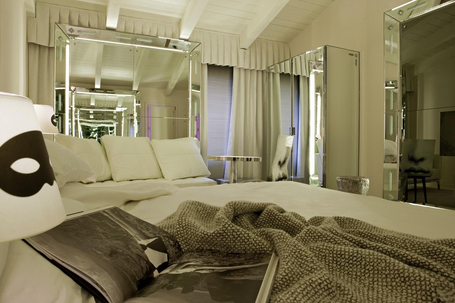 Maison grace philippe starck palazzina grassi hotel venice for Hotel design venice