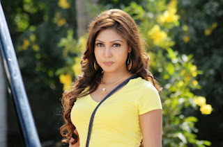 Komal Jha in Spicy Pics Yellow T Shirt Lovely Beauty
