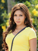 Komal Jha latest glam pics in yellow top-cover-photo