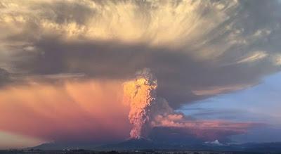 Έκρηξη ηφαιστείου στην Χιλή μοιάζει με το τέλος του κόσμου