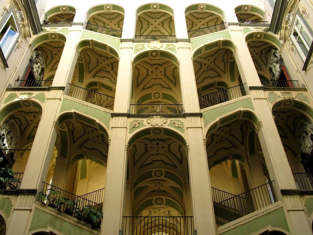 Outlet vacanze formia il miglio sacro for Palazzo in stile spagnolo