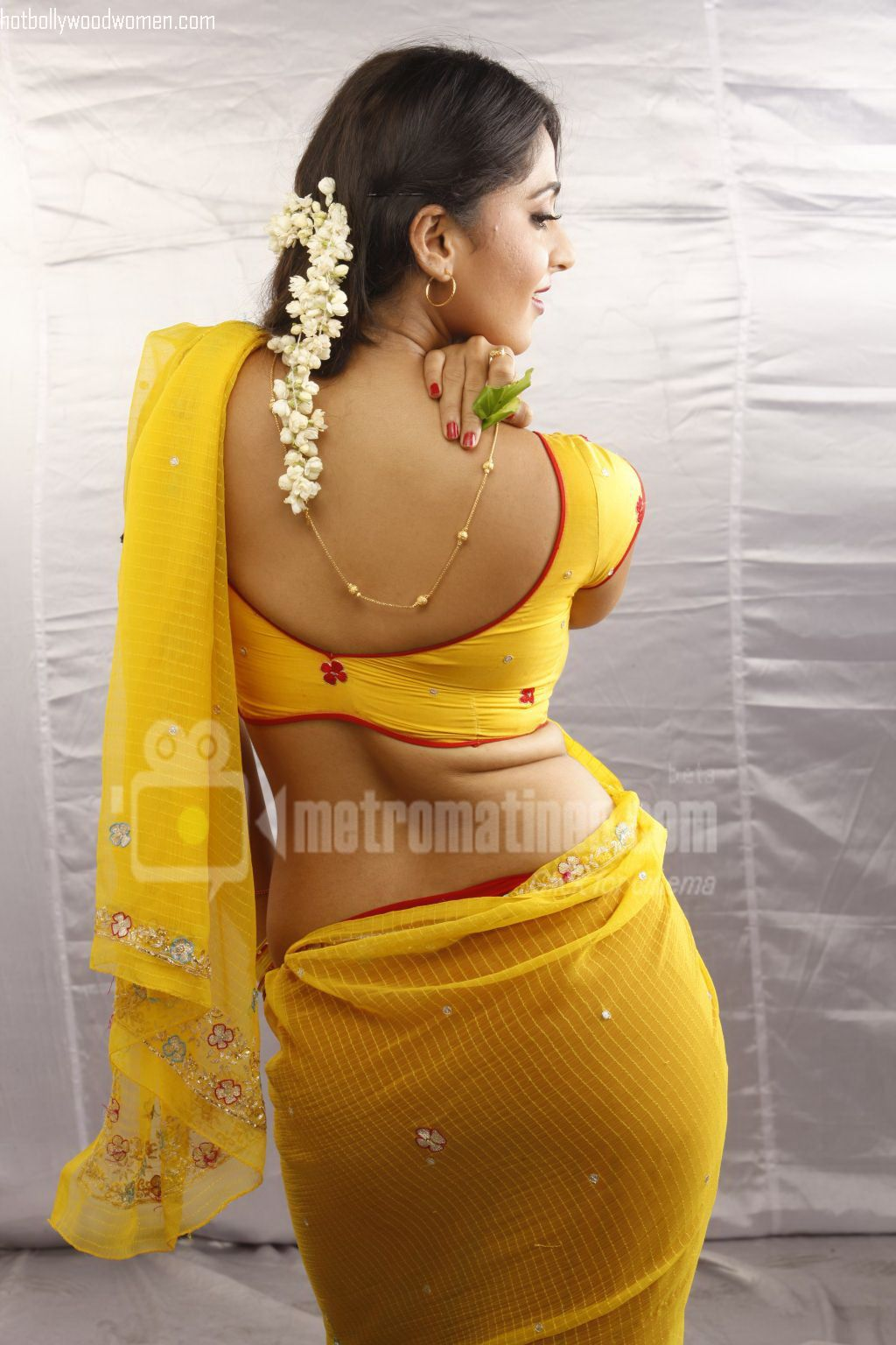 has the best butt in Indian actresses. Look at Anushka Shetty's gaand
