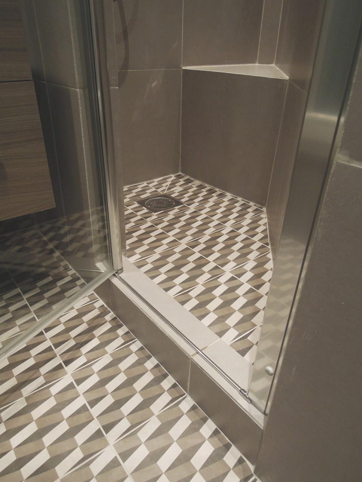 r novation d 39 une salle de douche et am nagement d 39 une chambre paris ix me marion millet. Black Bedroom Furniture Sets. Home Design Ideas