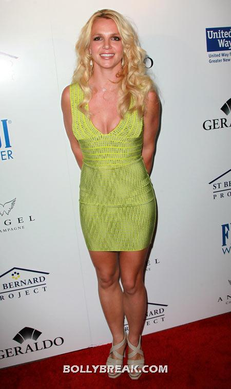 Britney Spears Lime Green Dress - (8) - Celebrity Pictures in Neon Dresses - Bollywood, Hollywood