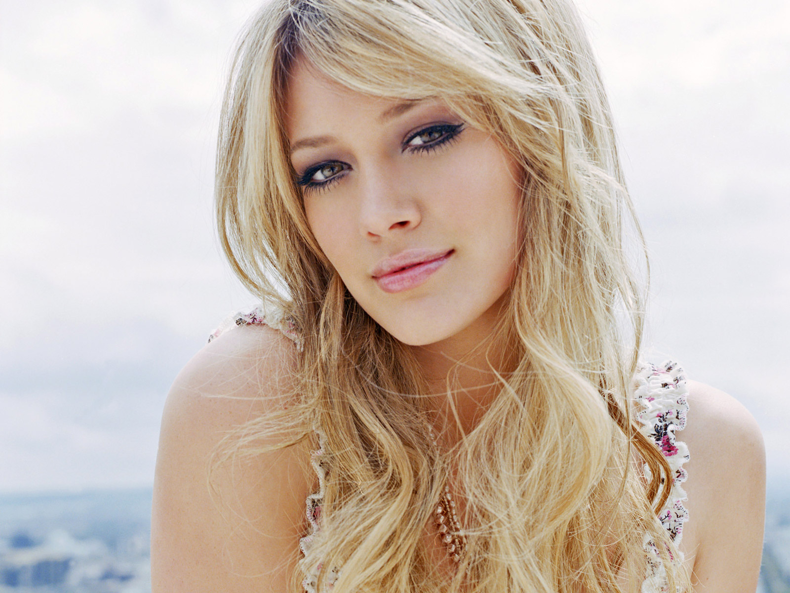 http://3.bp.blogspot.com/-eAeu8S_d43M/TfXFe54CefI/AAAAAAAAACU/cNCMKStCtJs/s1600/Hilary+Duff+HQ+wallpaper+on+all+salibraty+%252812%2529.jpg