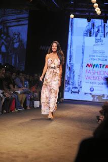 Lisa Hydon Walks the Ramp at Myntra Fashion Weekend 2014 Mumbai