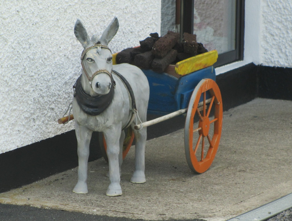 Donkey ornaments - These Donkeys Are A Popular Garden Ornament In Ireland