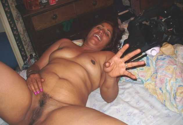 Indian Aunty Bathing Nude Images