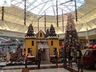 Decoração natalina da praça de eventos do Cariri Garden Shopping.
