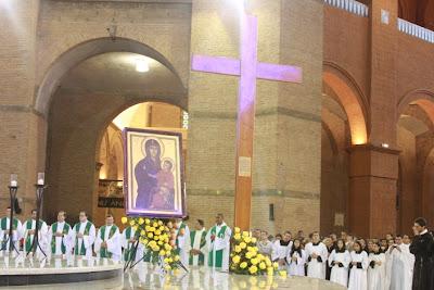 Cruz da Jornada Mundial da Juventude visita Basílica de Aparecida