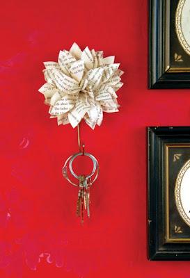 Flor de papel para colgar las llaves