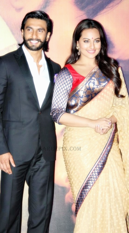 Sonakshi-sinha-saree-with-Ranveer-singh-Lootera-music-launch