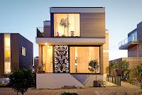 Foto de fachada de casa moderna pequeña de dos pisos