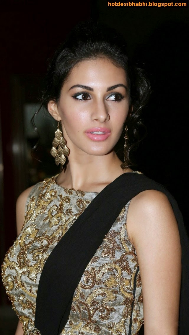 Amyra Dastur Hot Bollywood Actress Latest Photos