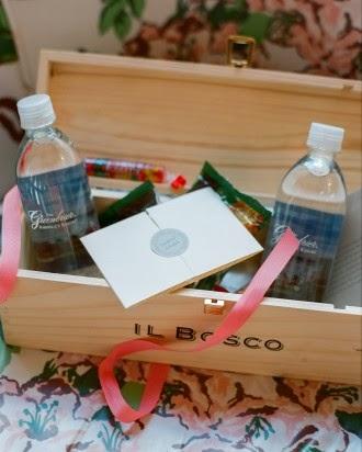 Botella de agua, golosinas