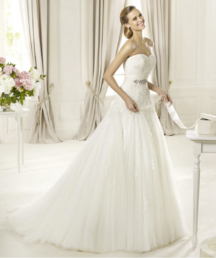 Annies Fashion Break Romantic 2013 Wedding Dresses From The Pronovias Glamour Collection