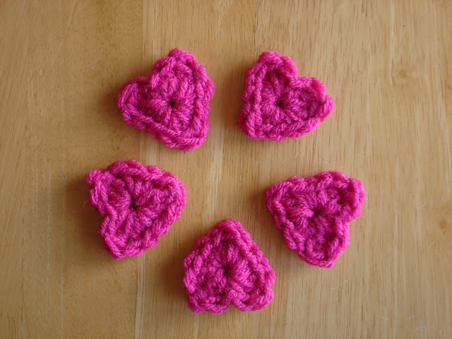 Fiber Flux: Free Crochet Pattern...One Round Hearts!