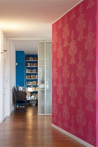 ristrutturazione appartamento: giochi di volumi e colori - studio ... - Parete Soggiorno Fucsia 2