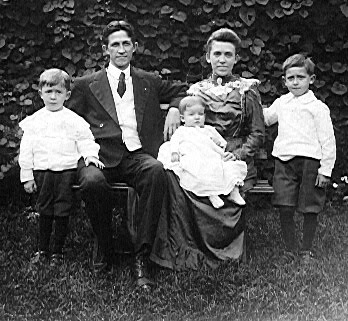 FJ Bird Family,1910