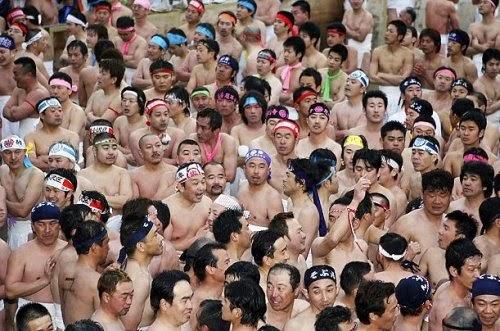 Hasil gambar untuk Saidaiji Eyo Hadaka Festival, Jepang