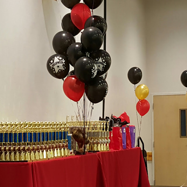 red and black balloons, Hollywood theme