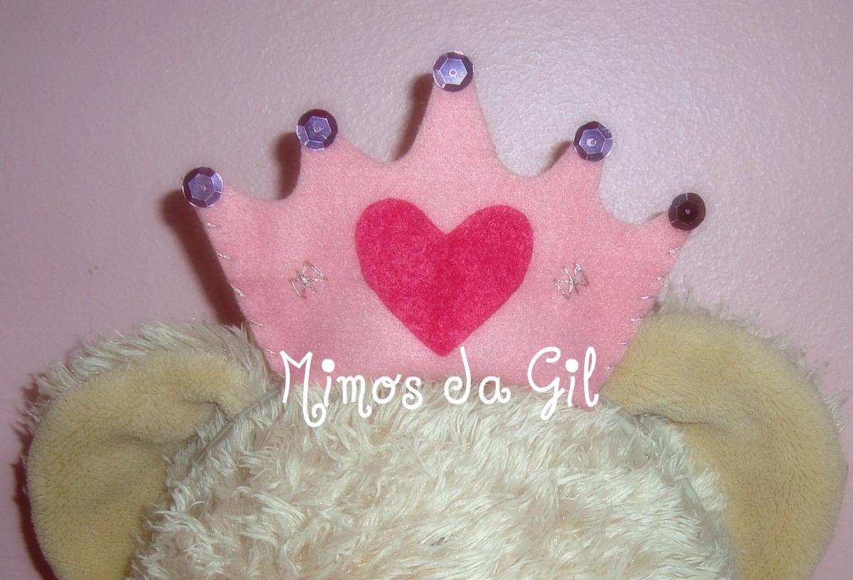 Tiara coroa de princesa em feltro, com detalhes em fio prata.