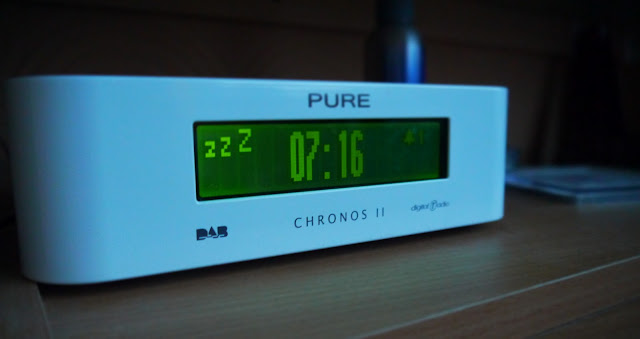 Clock radio with snooze on