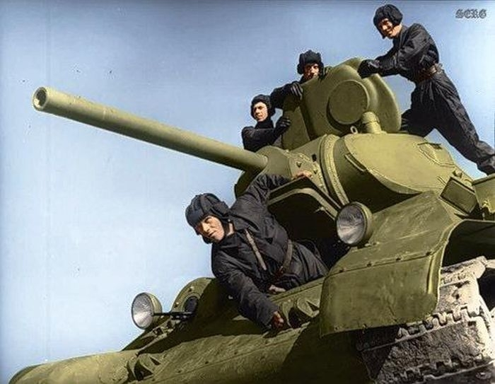Color+Photos+of+Soviet+Soldiers+During+W