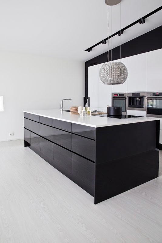 Modernestil: mitt sort kvite kjøkken: