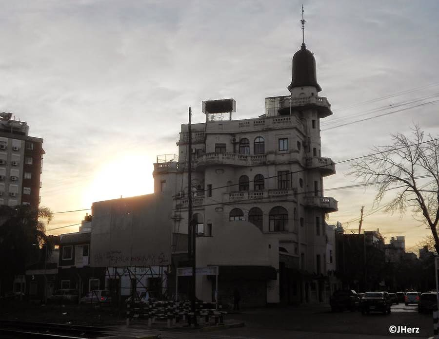 Silueta del Castillo de Villa del Parque