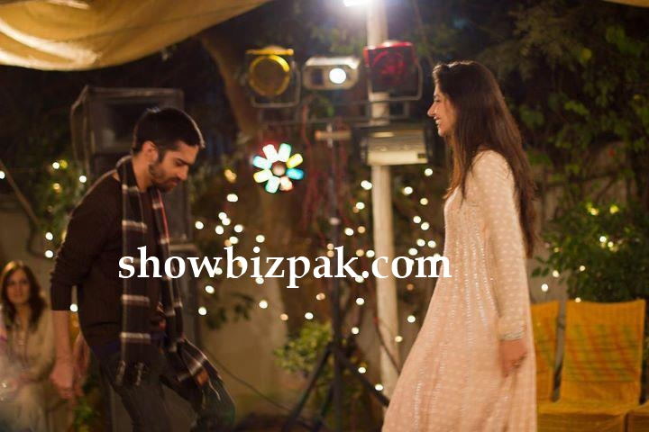 Mahira Khan and husband dancing at family wedding