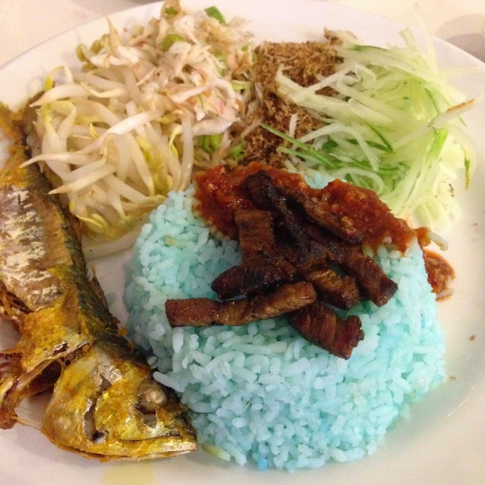 Nasi kerabu in Savaro