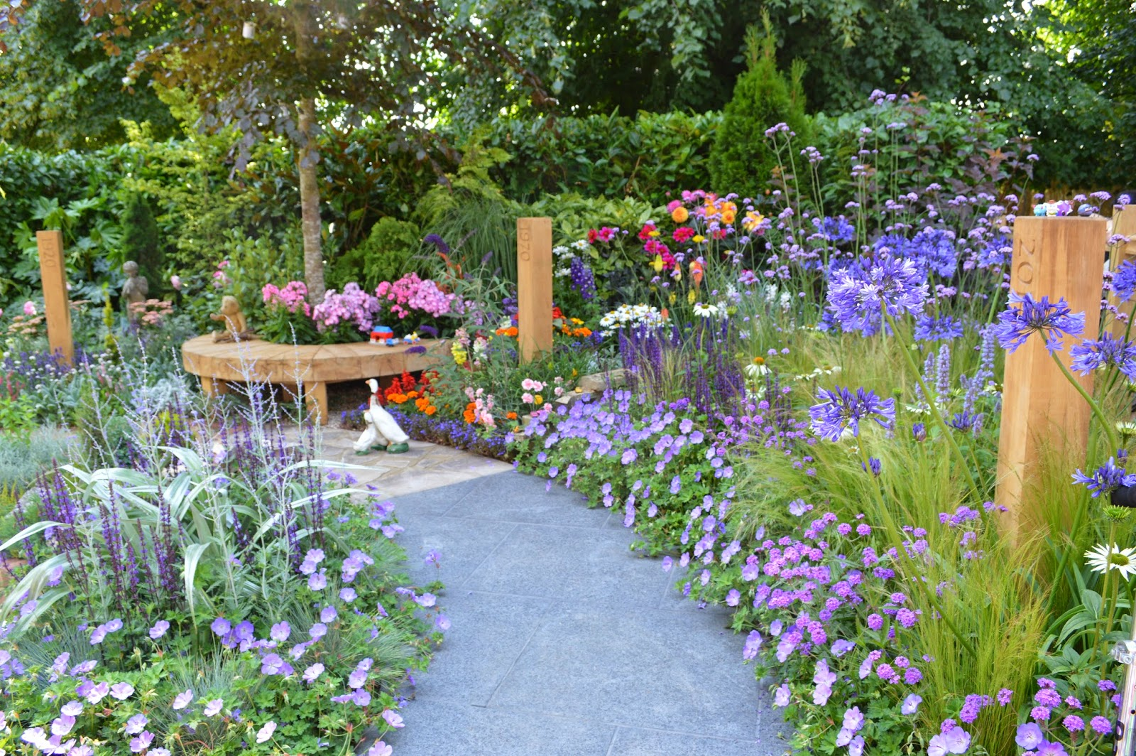 Hampton court flower show for a few gardens more - Hampton court flower show ...