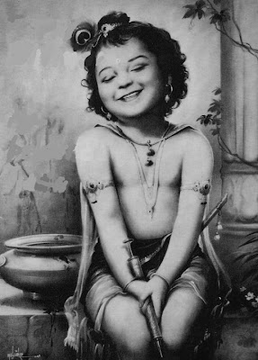 This devotional song of Kripaluji Maharaj describes Krishna's smiling