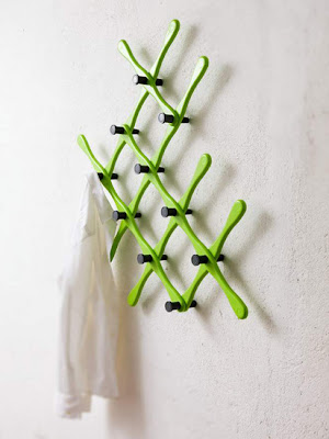 wall clothes rack - green