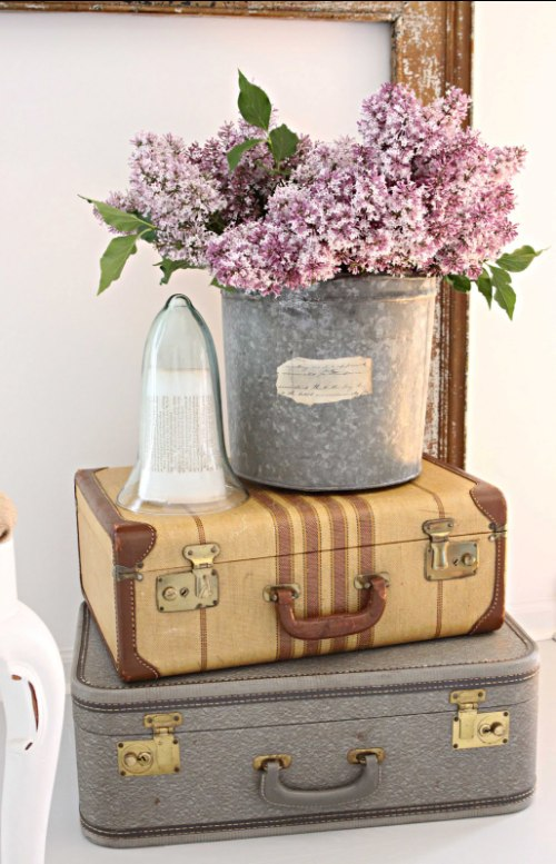 Daly designs i have always had a thing for old suitcases for Maletas vintage decoracion