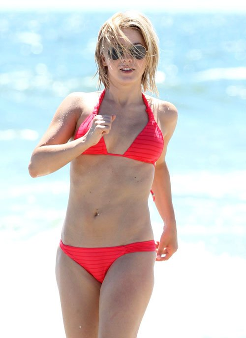 Bikini Babe Julianne Hough Heats Up the Beaches of North Carolina » Gossip | Julianne Hough