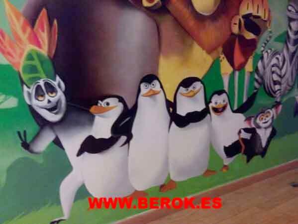 Mural infantil pingüinos Madagascar